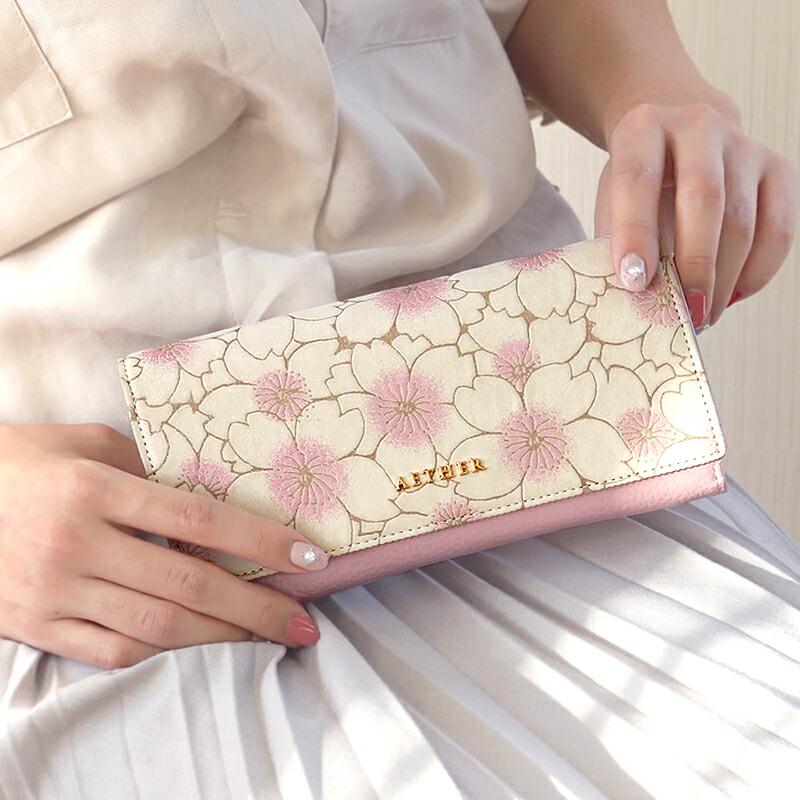 桜のヌバックレザー・二つ折りかぶせ長財布