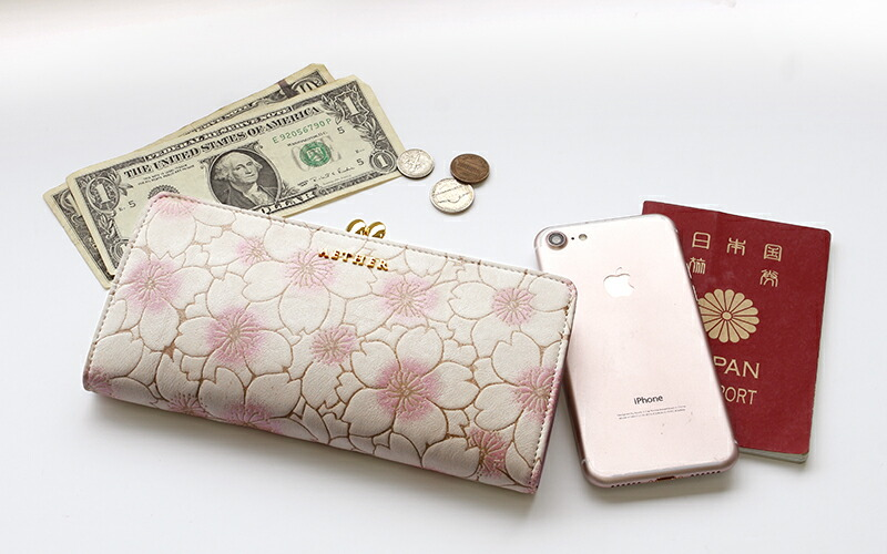 手帳やスマホが入る桜のがま口長財布