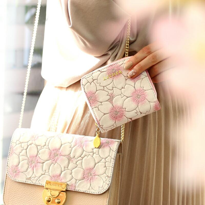 サクラ柄のミニ財布とミニバッグ