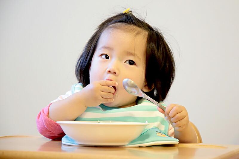 食事中 園児