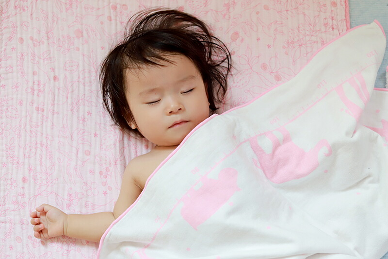 赤ちゃんの成長が一目で分かるガーゼケット おくるみ 出産祝いに最適