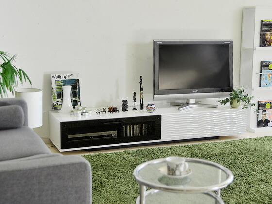 TVやオーディオに合わせて、TVボードを選ぶのはいかがでしょうか?