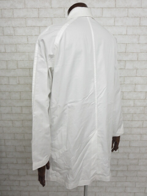 25e105495a7b フロントポケットが2つ付いています。 ・ホワイトのシンプルなデザインのコートです。 ・生地的に春先や秋にオススメです。  ・他にもメンズコートを多数出品しており ...