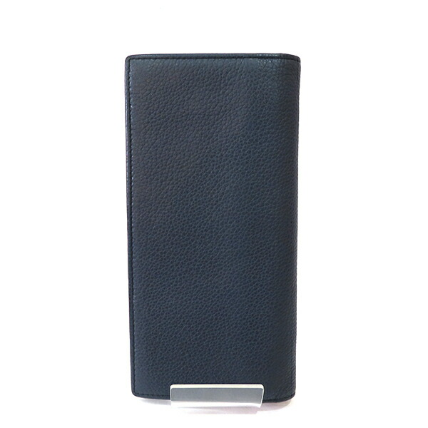 13c98848aedd プラダのレザーファスナー長財布が入荷致しましたしっとり柔らかな感触の高級レザーを使用したお財布です?カラーも落ち着いたネイビーカラーで素敵ですよ☆ぜひ  ...