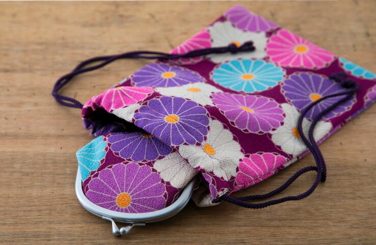 巾着 菊華 黄色 イエロー  ピンク 桃色 紫色 パープル 菊 巾着袋 バッグインバッグ 御朱印帳入 小物入れ 化粧品入れ 可愛い おしゃれ マルチ 花柄