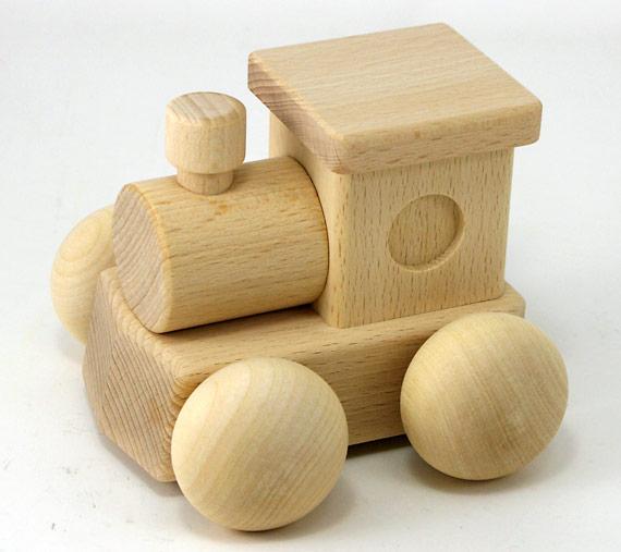 出産祝いに喜ばれる、赤ちゃん向けの木製おもちゃのおすすめは?