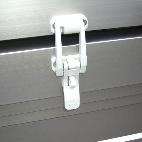 市販の南京錠(カギ穴6mmΦ)が取付可能