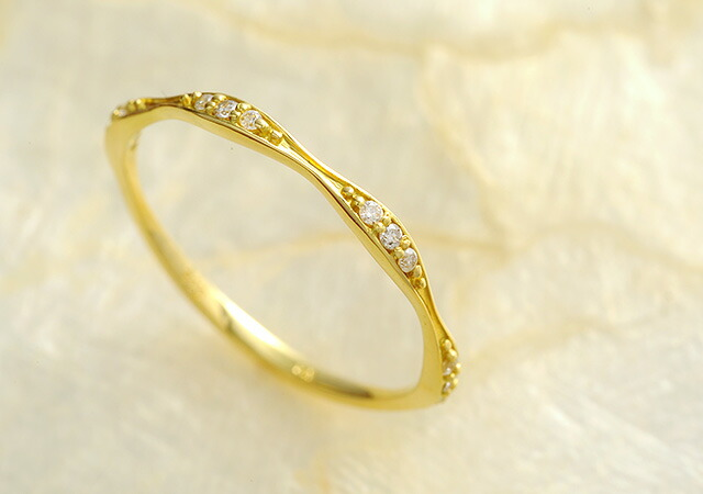 K18 diamond ring wavelike