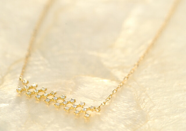 K18 diamond necklace joint line