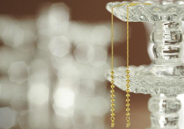 K18 pierced earrings flow