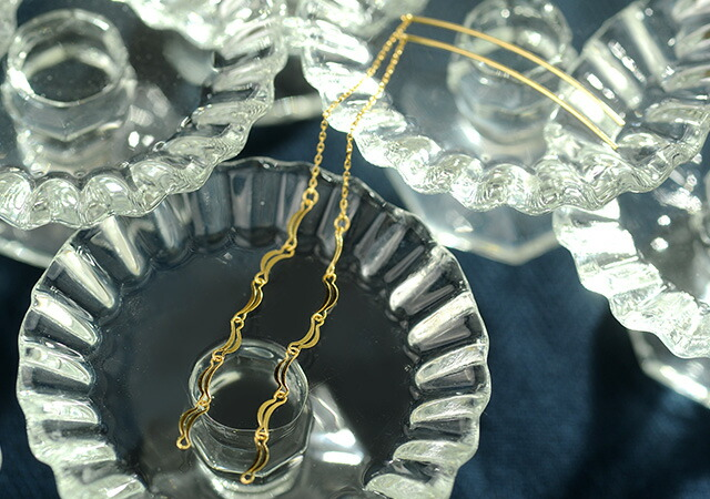 K18 pierced earrings moon line
