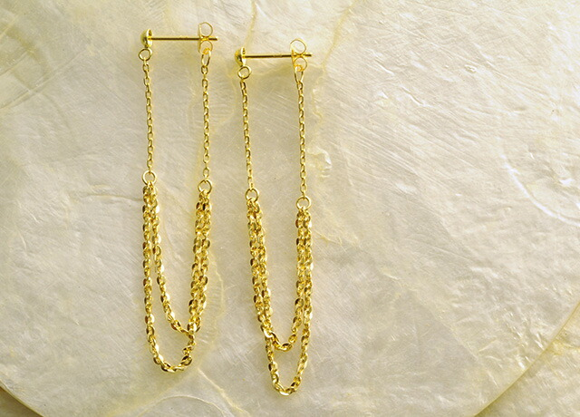 K18 pierced earrings glisten drape
