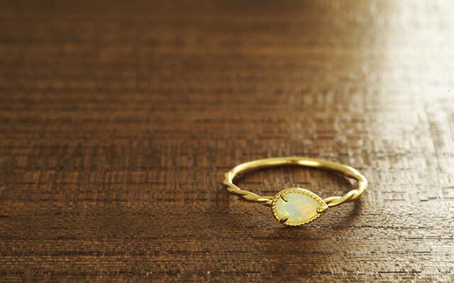 K18 opal pierced earrings destiny point
