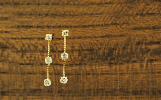 K18ダイヤモンドピアス three stone