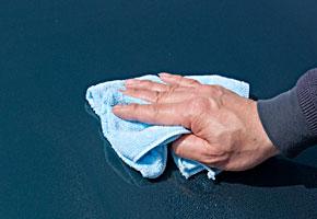 水分を拭き取るように塗布して下さい。