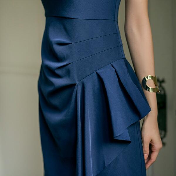 3822b28905752 スカート部分のドレープが艶やかに演出してくれる膝丈ワンピースドレス。 上品なデザインが着て行く場所を選ばず、 デザインも華やかなワンピースドレスのため急な  ...