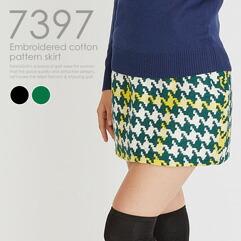 刺繍入り千鳥柄スカート