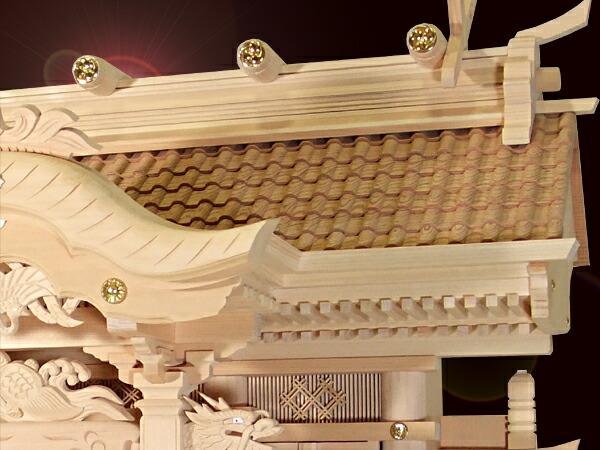 重厚感のある瓦屋根の神棚