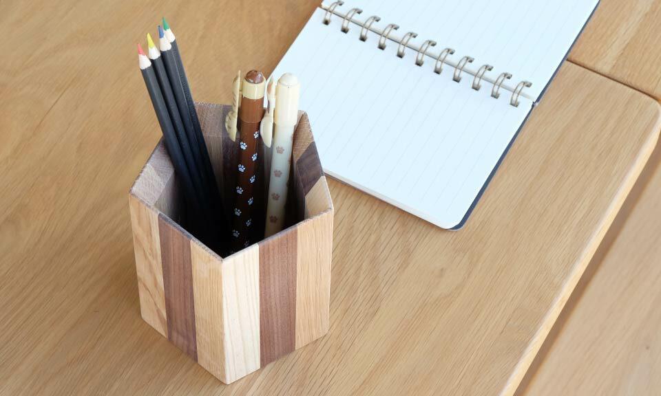 仕事が忙しいときでも、心がほっと癒されそうな北欧風の木製ペン立てのおすすめを教えてください。