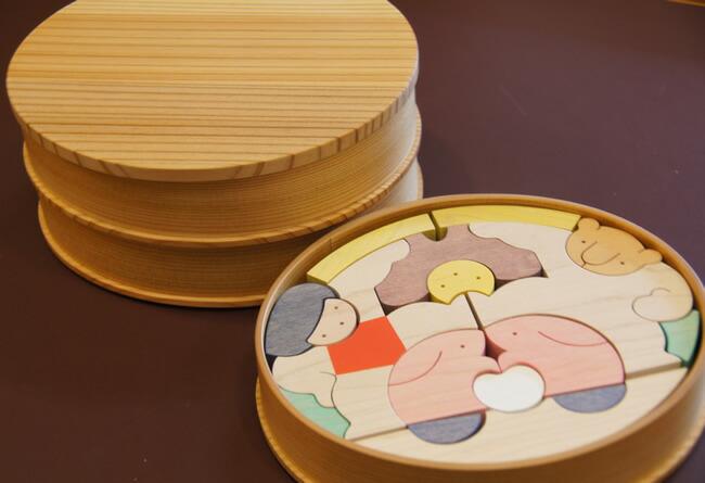 小黒三郎/組み木のひな人形/楕円武者三段飾り(特製垂幕)