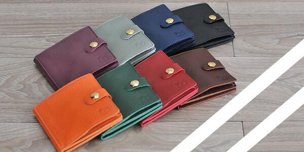 革の味わいを楽しむ二つ折財布