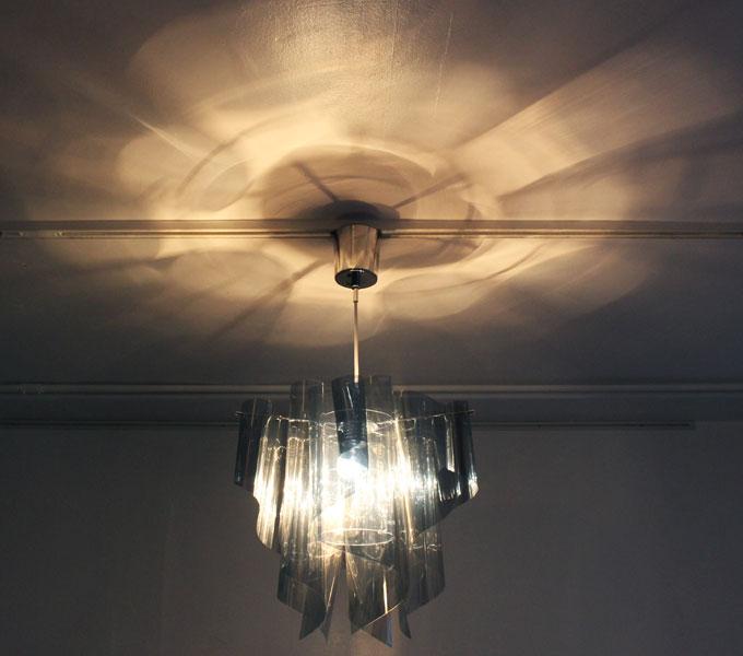 アウロミラー 天井の影