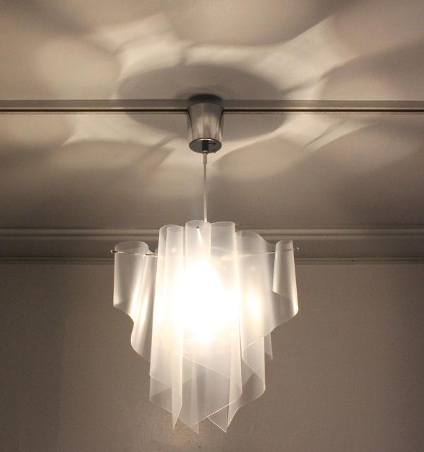アイス 天井の影