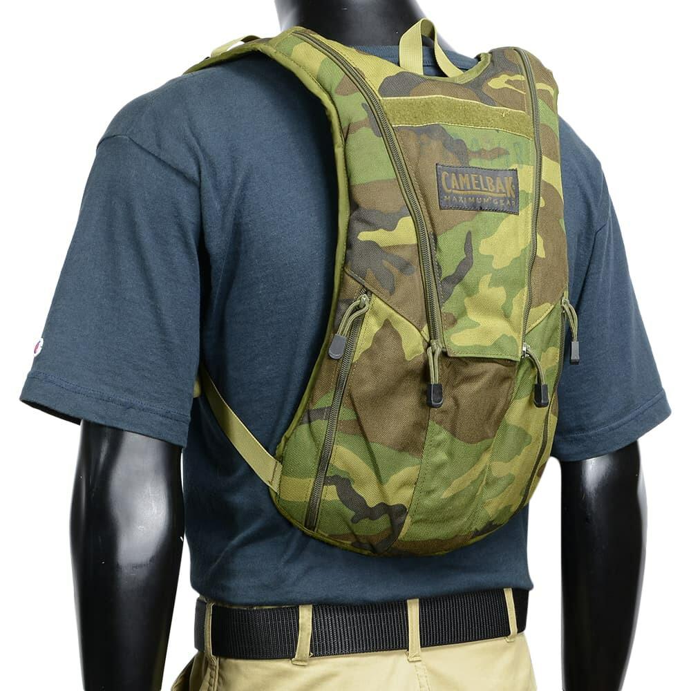 米軍放出品 ハイドレーションキャリア CAMELBAK製 ウッドランド迷彩 キャップカバー搭載