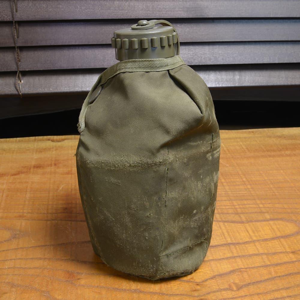 オーストリア軍放出品 キャンティーン プラスチック製 1QT ポーチ付き