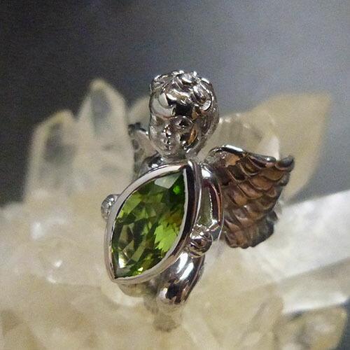 AAAグレード 天然ペリドット大粒マーキスカット宝石を抱えるガーディアンエンジェルリング(ロジウム加工、スターリングシルバー) ハンドクラフト一点もの 天使の指輪