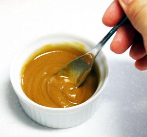 ペクメズィとターヒンを混ぜてパンに塗ろう!