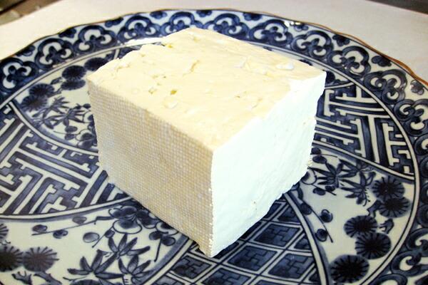 豆腐に見えますが、トルコのチーズです! ベヤズペイニール(白いチーズ) フェタチーズ