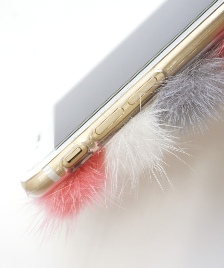 ミンクファーポンポンiPhoneケース