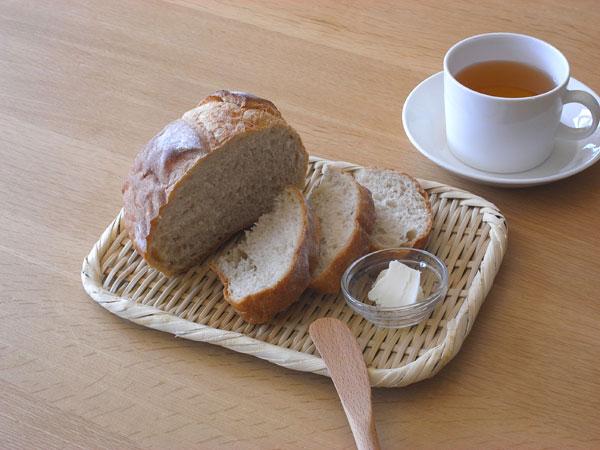 2. おにぎりやパンなどを盛り付けても