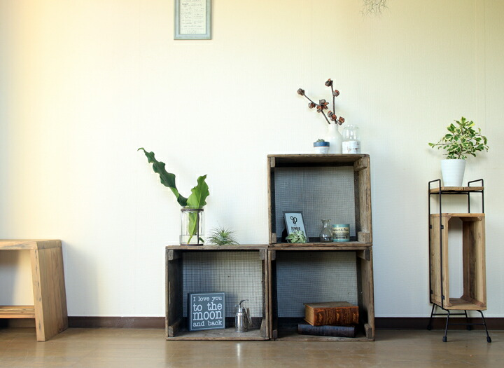 アンティーク木箱を3つ重ねたイメージ