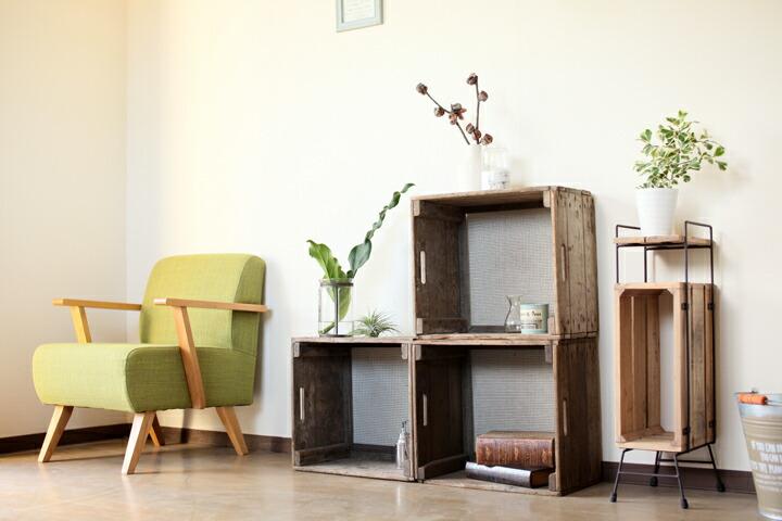 アンティーク木箱を花台として利用