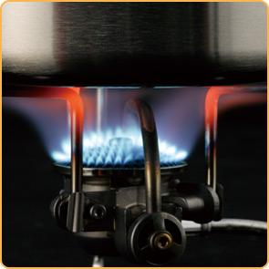 鍋底にむらなく熱を伝える火口形状。調理道具に熱を加えるためのストーブに徹した炎をつくり出します。