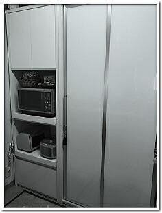 食器棚 引き戸 幅65cm レンジボード 幅100cm ダイニングボード 地震対策の扉 耐震ラッチ付レンジ台