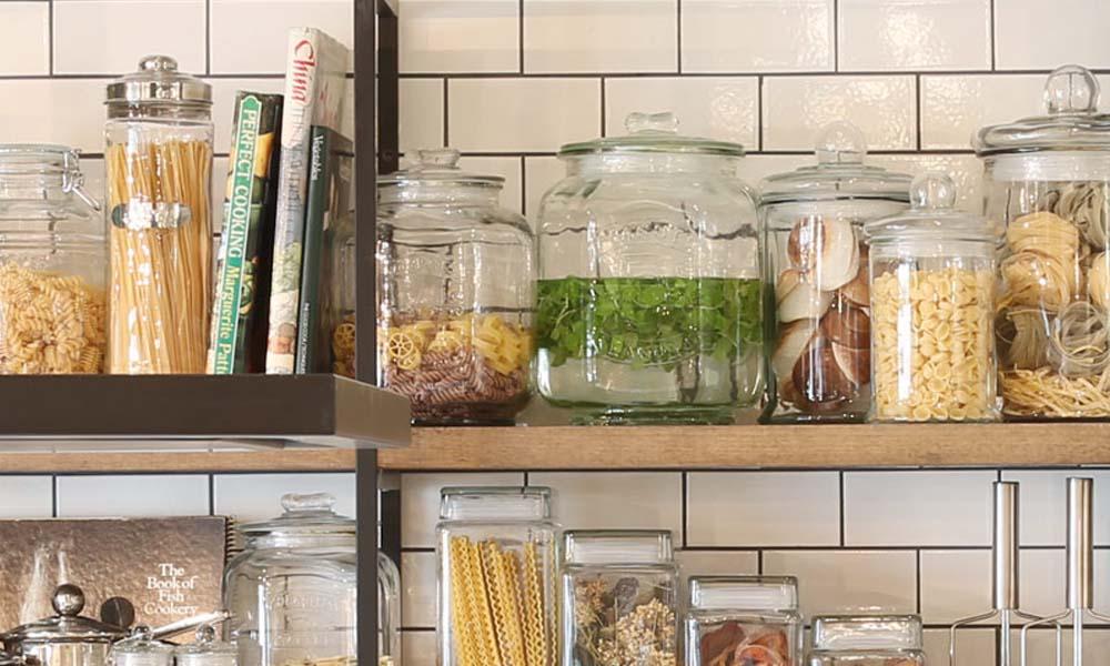 透明なガラスで可愛い保存容器