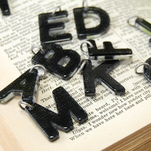 アルファベットのチャーム