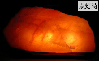 点灯時の岩塩ランプ