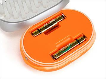 単四乾電池2本で経済的。どこへでも持ち運べてご使用できます。