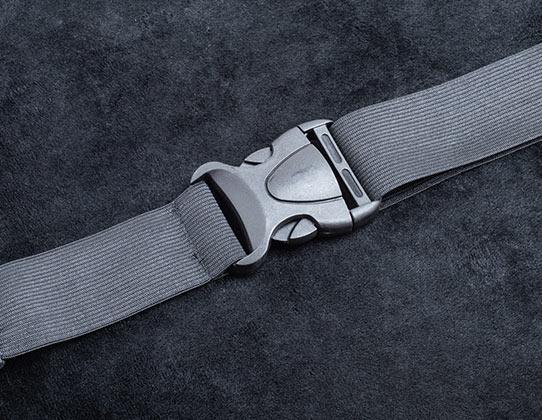 伸縮性の良いベルト付き