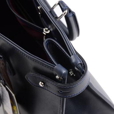 タステング キンボルトントートバッグのサイドストラップ