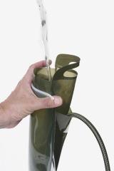 ワイドパックから水を注ぐ