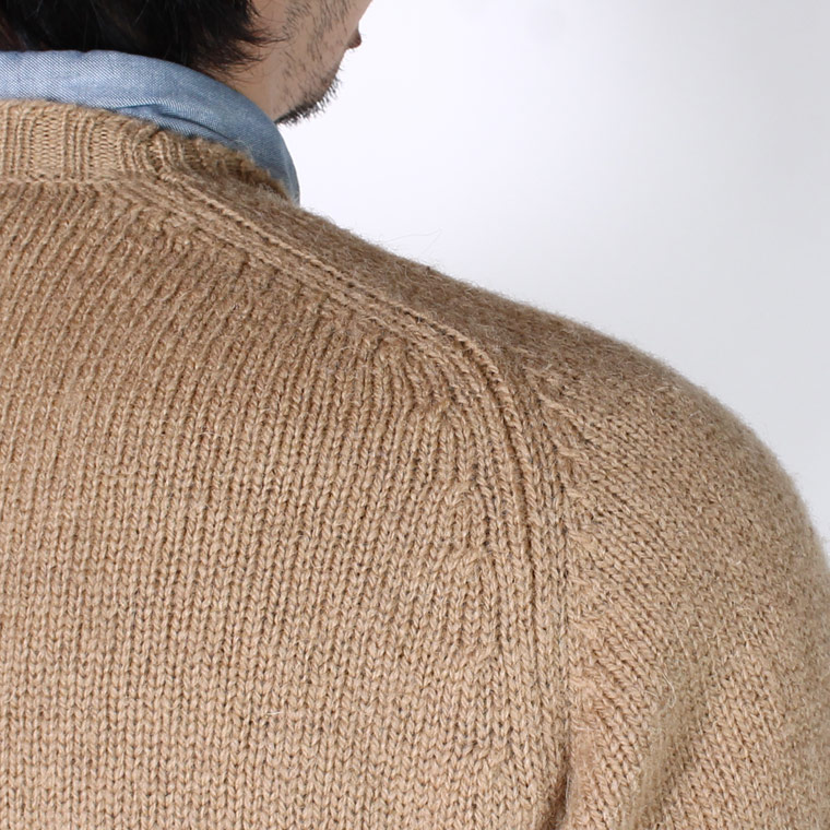 JAMIESON'S (ジャミーソンズ)  SHETLAND PLAIN SADDLE SHOULDER CREW NECK ELBOW SUEDE PATCH - 337_OATMEAL_17_BROWN SUEDE