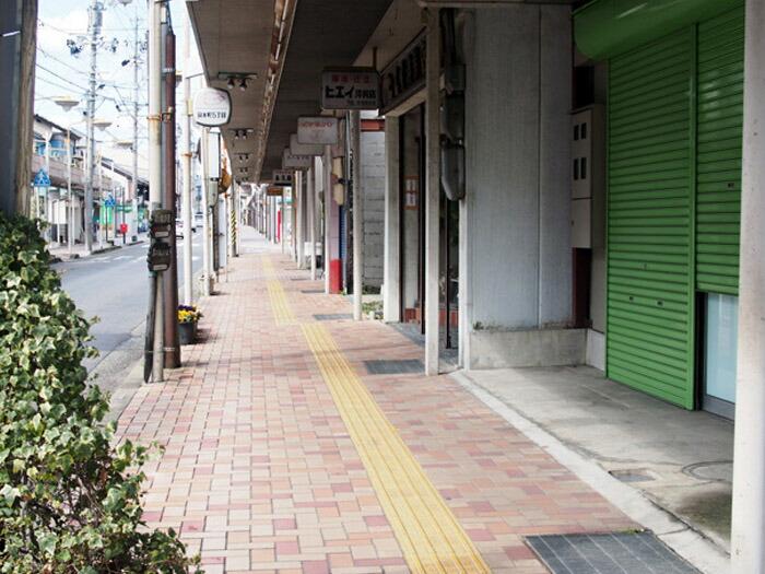 シャッター街となった本町通商店街