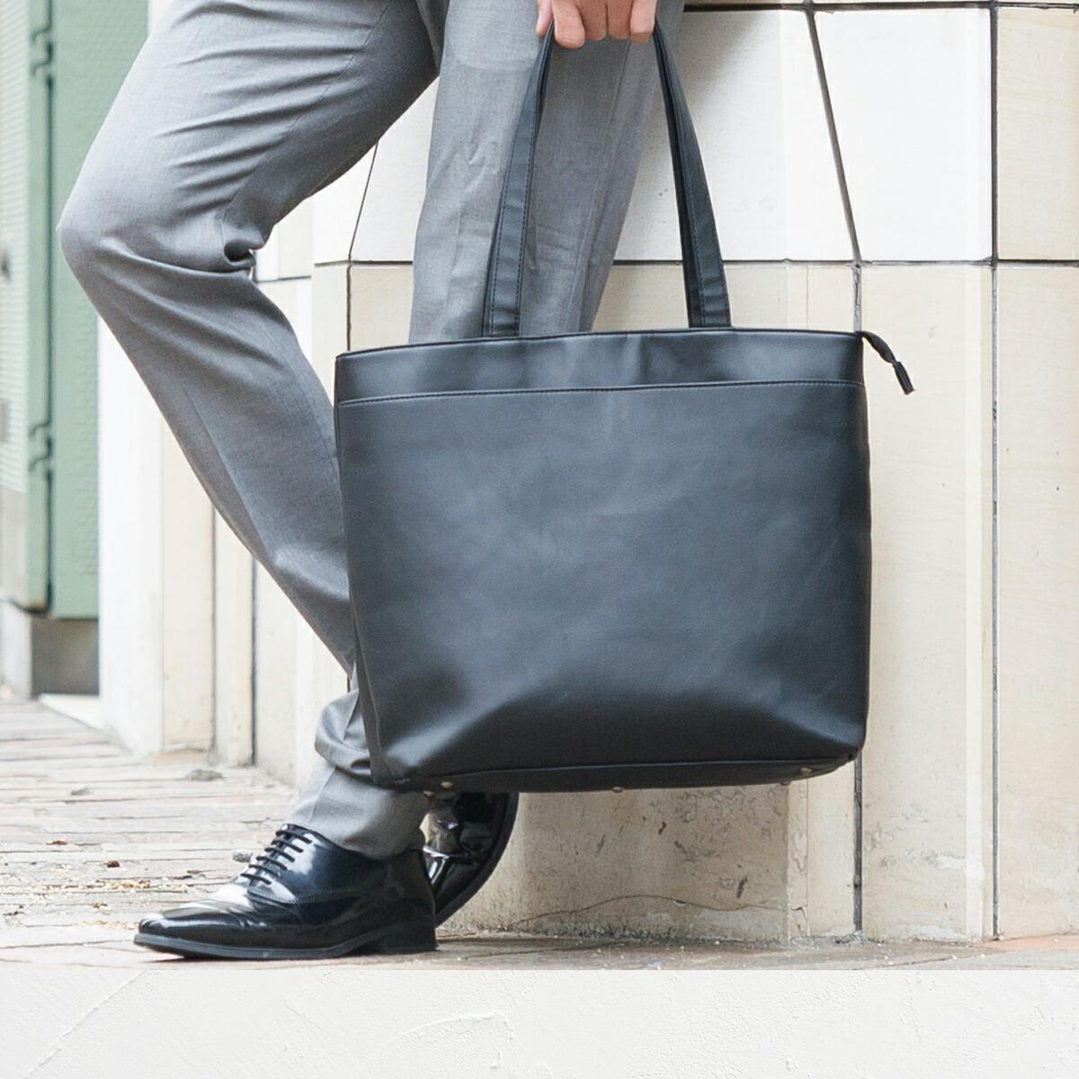黒色のバッグ