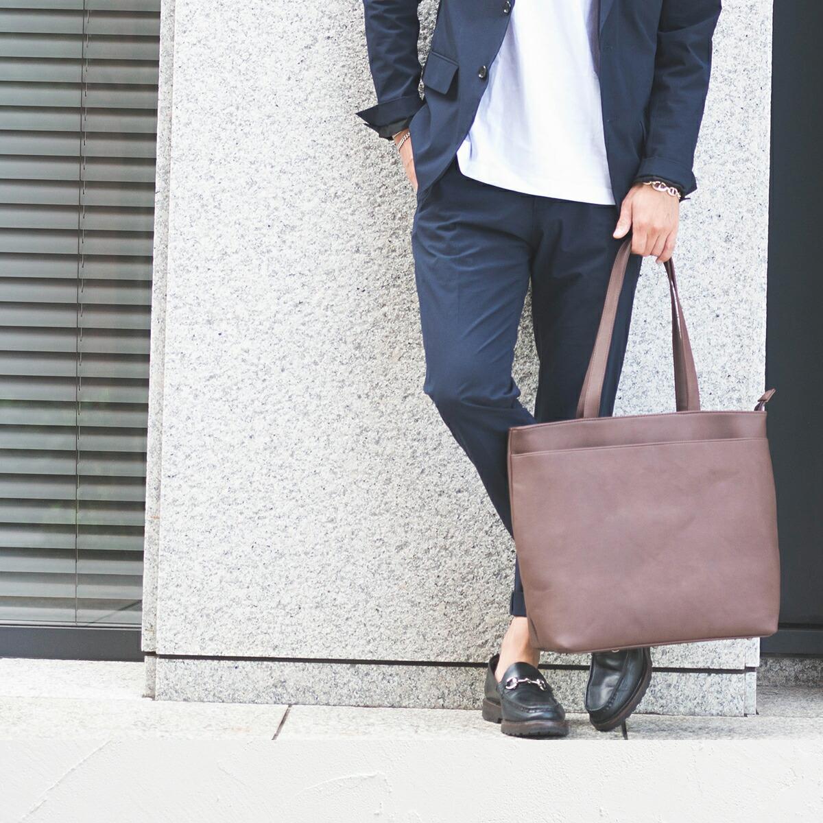 深茶色のバッグ