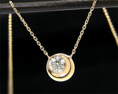 K10YG・ダイヤモンド・月「ムーン」モチーフ・ネックレス